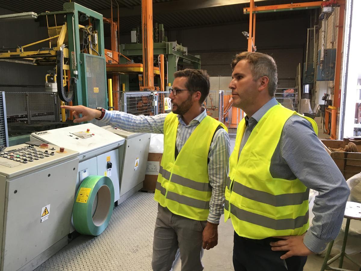 Bürgermeister Alexander Laesicke besucht Baustoffwerke Havelland
